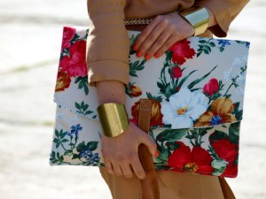 Envelop Printed Clutch
