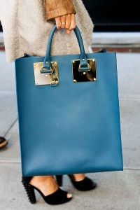 married-woman-handbag